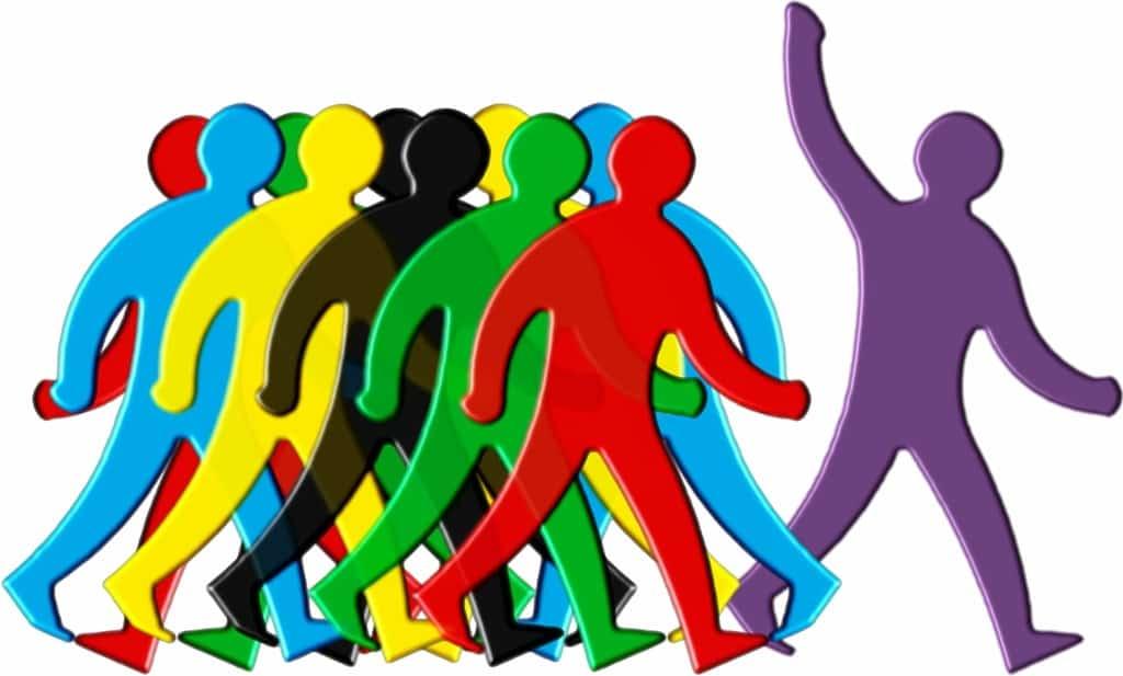 You are currently viewing איך להיות מקובל בחברה: 15 תכונות של מנהיג שיקפיצו את מעמדכם החברתי
